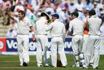 Harris acknowledges the crowd after his 5 wicket haul in first inning of lord's test