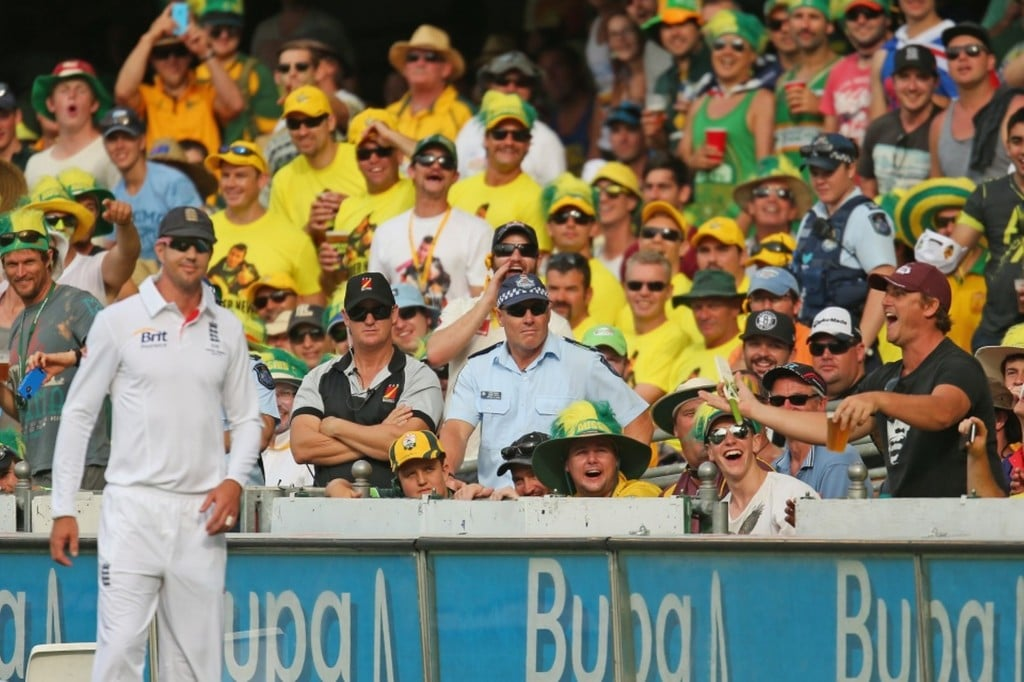 Kevin Pietersen being insulted by an Aussie fan