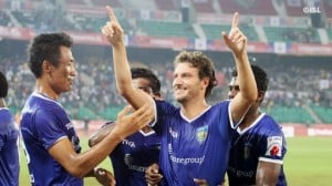 Elano  celebrates his second goal in 2 games
