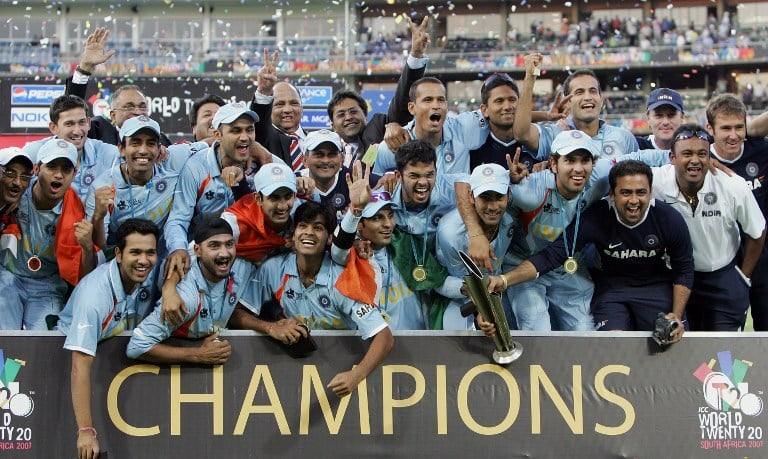 Indian cricket team celebrate while holding the ICC World Twenty20 trophy after defeating Pakistan in the final at the Wanderers Cricket Stadium in Johannesburg, 24 September 2007. India won the ICC World Twenty20 in Johannesburg. AFP PHOTO / Saeed KHAN
